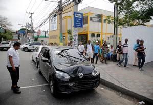 Carro do PM Neandro Santos, que está desaparecido e sendo procurado na Comunidade do Chapadão, na Pavuna Foto: Rafael Moraes / Agência O Globo