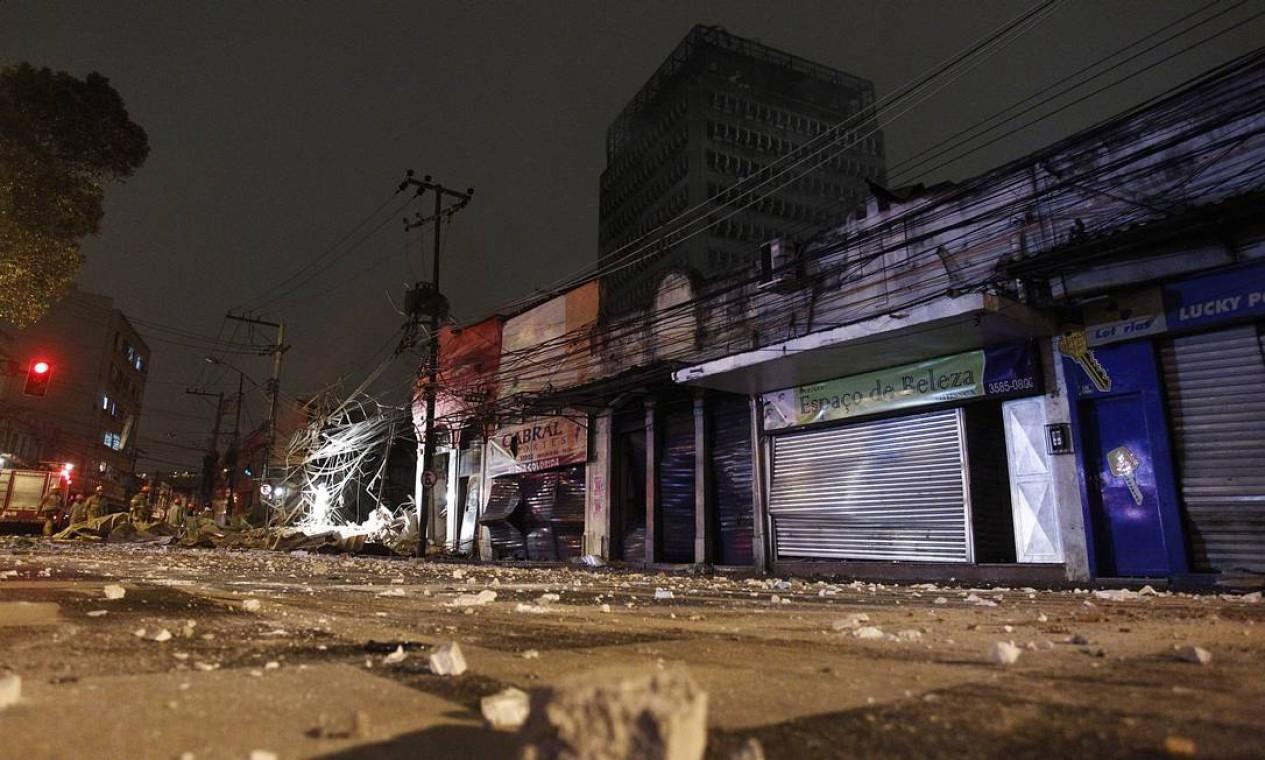 Moradores de São Cristóvão foram surpreendidos com explosão às 03h Foto: Thiago Lontra / Agência O Globo