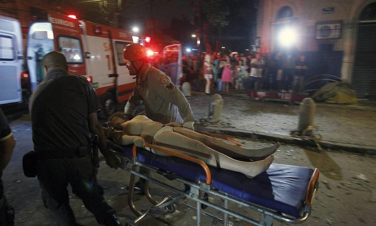 Sete pessoas foram levadas para o Hospital Municipal Souza Aguiar Foto: Thiago Lontra / Agência O Globo