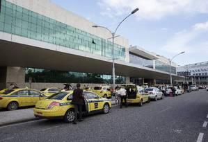 Aeroporto Santos Dumont: problemas com o serviço de táxi deixam passageiros revoltados Foto: Daniel Marenco