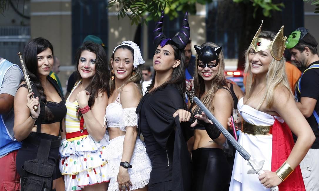 Para destacar ainda mais o cenário, o evento trouxe um Super Mouse diferente, dessa vez, em pernas de pau Alexandre Cassiano / Agência O Globo