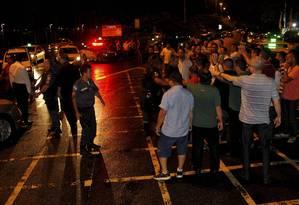 Polícia atuou no local para acabar com confusão Foto: Pedro Teixeira / Agência O Globo