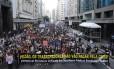 Milhares de servidores públicos do estado do Rio participam de uma grande manifestação contra a crise do Estado