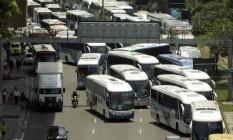 Trânsito lento na chegada ao Rio perto da rodoviária Novo Rio atrapalha os passageiros Foto: Gabriel de Paiva / Agência O Globo