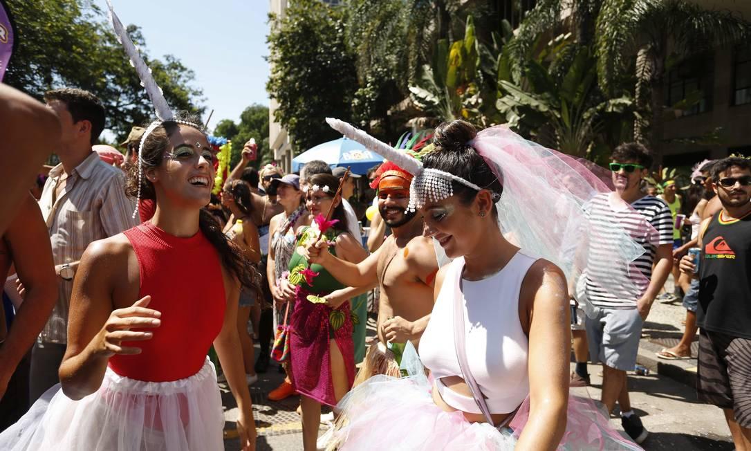 Unicórnios também têm lugar em meio às flores Ana Branco / Agência O Globo