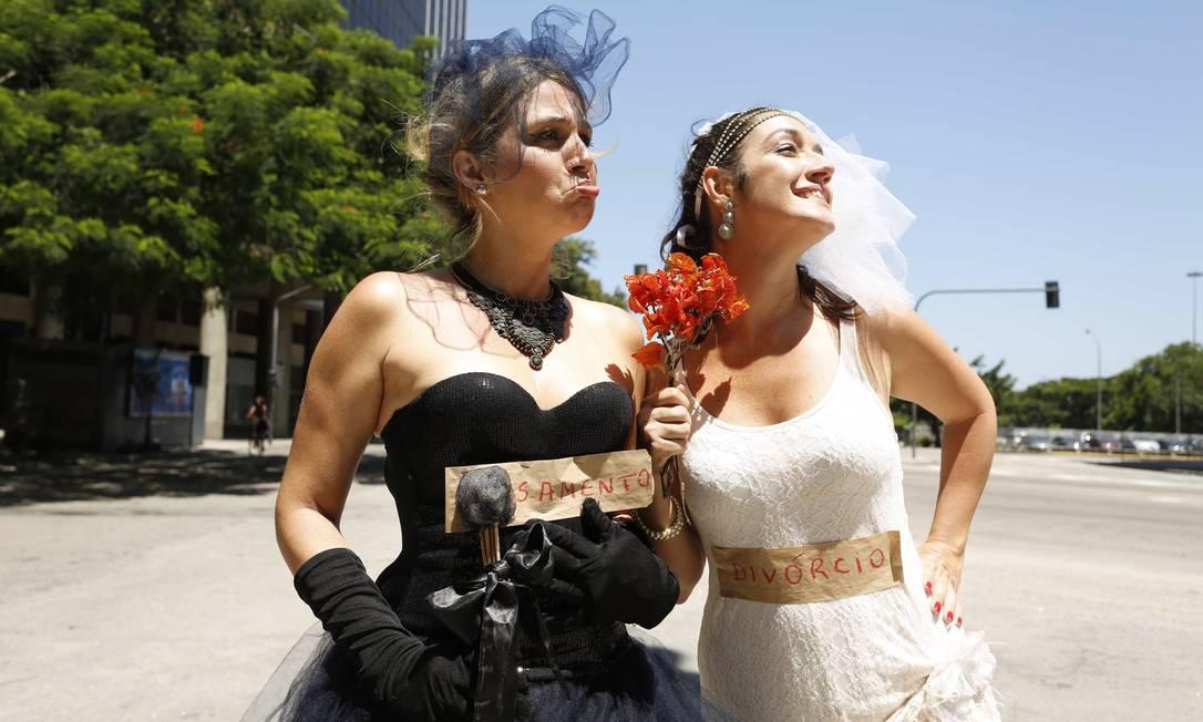 Buquê de flores para celebrar o divórcio e chorar o casamento Ana Branco / Agência O Globo