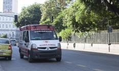 Ambulâncias estão sendo abastecidos temporariamente nos quartéis dos bombeiros Foto: Angelo Antonio Duarte / Agência O Globo