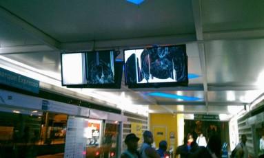 Monitores danificados na estação de Vicente de Carvalho do BRT Foto: Divulgação