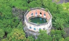 A piscina do antigo Clube dos Portuários, em São Cristóvão Foto: Genilson Araújo / Parceiro / Agência O Globo