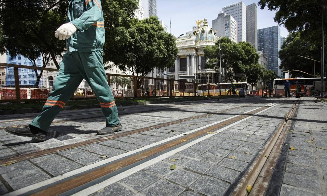 Além disso, os trens da Supervia ainda estão longe dos números do passado. Há três décadas, chegaram a transportar 1,5 milhão por dia Foto: Fernando Lemos / Agência O Globo