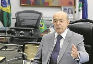"""Francisco Dornelles: """"Eu tenho a impressão de que Pezão resistiu um pouco a pedir um aumento de impostos"""" Foto: Marcelo Carnaval / Agência O Globo"""