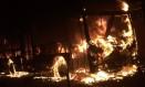 Ônibus é incendiado durante protesto em Magé Foto: Foto de leitor