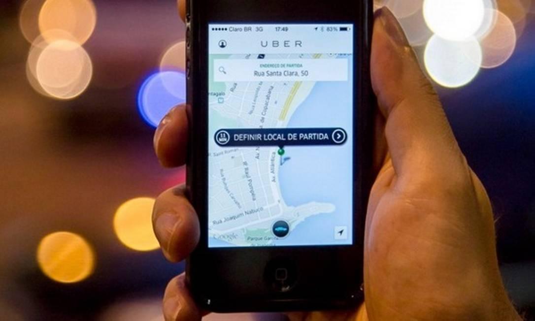 Usuários reclamam de preços abusivos na tarifa dinâmica do Uber