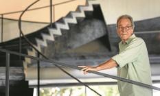 Tulio Mariante entre as formas do MAM: ele agora coordena todas as atividades do museu ligadas ao design Foto: Fernando Lemos