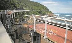 Trecho de 50 metros da Ciclovia Tim Maia que desabou durante o feriado de quinta-feira, matando pelo menos duas pessoas: construída como se fosse passarela Foto: Guito Moreto/21-04-2016