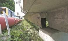 Vigas desalinhadas nas juntas da ciclovia Tim Maia colocam em xeque a resistência da estrutura que se manteve de pé após a ressaca da última quinta-feira Foto: Custódio Coimbra