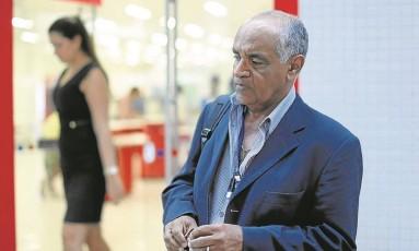 Gilmar Dantas é aposentado da Secretaria de Fazenda: pagamento do plano de saúde está atrasado Foto: Domingos Peixoto