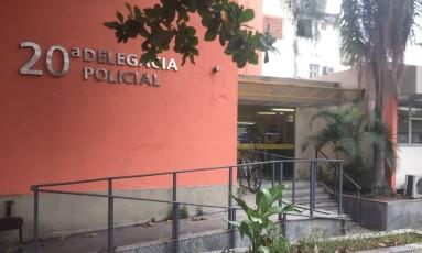 Duas patinadoras de uma liga de roller derby foram assaltadas na noite de quinta-feira, sendo que uma delas foi esfaqueada nas costas, no entorno do estádio do Maracanã. Elas prestam depoimento na 20ª DP (Vila Isabel) Foto: Marcio Menasce