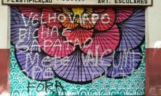 Reprodução/Instagram Foto: Fachada da papelaria Macris pichada com mensagens de ódio