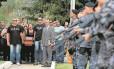 Enterro do soldado da PM Evaldo Moraes Filho, baleado na cabeça no Complexo do Alemão: ele se tornou o 35º policial assassinado no Estado do Rio somente este ano