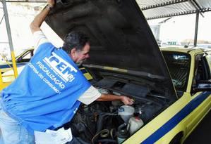 Ipem não tem gasolina para ações fiscais e ainda deve auxílio supermercado de R$ 400 para funcionários Foto: Eurico Dantas - 17/07/2006 / Agência O Globo