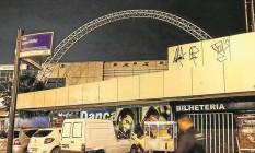 A fachada do Canecão está sem letreiro e cheia de pichações Foto: Alexandre Cassiano / Agência O Globo