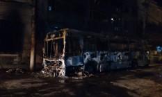 Ônibus após incêndio na Rua Sanata Alexandrina, no Rio Comprido Foto: Leitor, através do WhatsApp do Globo