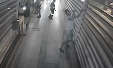 Homem é flagrado roubou lâmpadas de LED na estação Prefeito Alim Pedro, em Campo Grande Foto: Divulgação