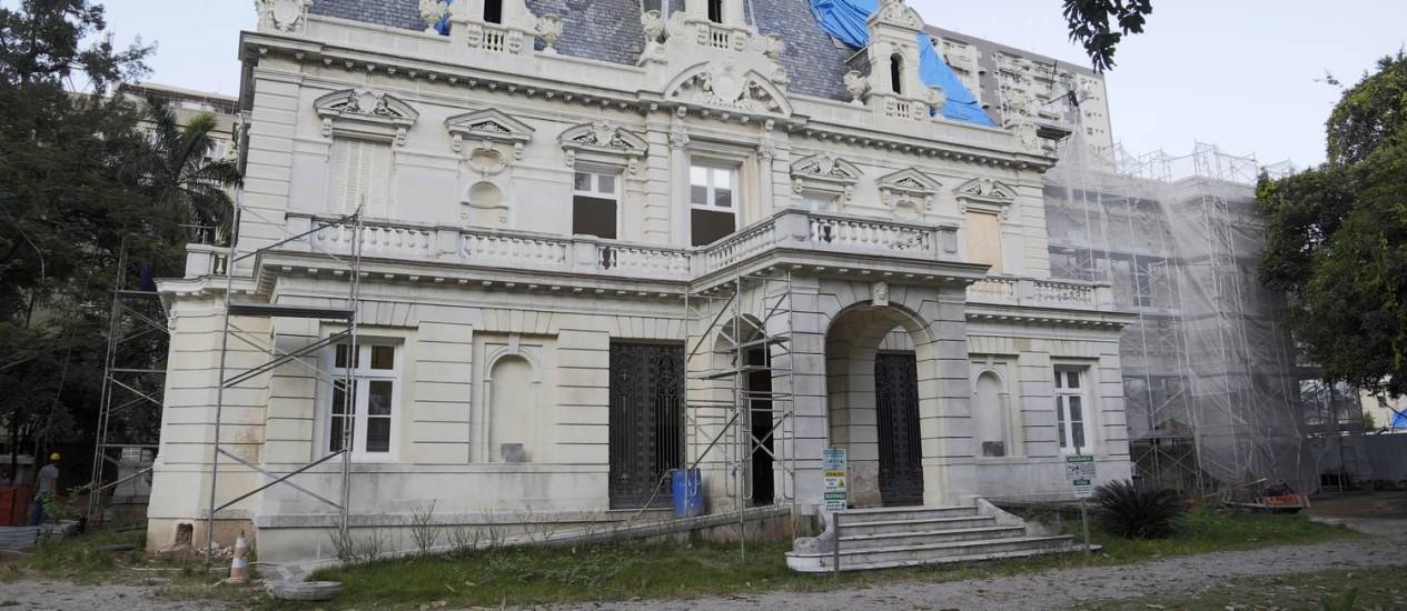 O palacete Linneo de Paula Machado entrou em obras no ano passado: polo de produção cultural Foto: Fabio Rossi / Agência O Globo