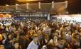 Na estação da Central, passageiros tentam voltar para casa nesta terça-feira