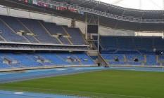 Foto tirada da pista de atletismo: ao longo de duas horas, repórter não foi abordado por agentes de segurança nem por funcionários de comitê Foto: Agência O Globo