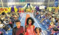 Sheila Ley (no centro) quer impulsionar a carreira de jovens da Rocinha Foto: Antônio Scorza / Agência O Globo