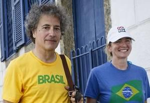 Turistas estrangeiros em Santa Teresa. Lora Moffatt e Philippe Bennet são americanos Foto: Fernando Lemos / Agência O Globo