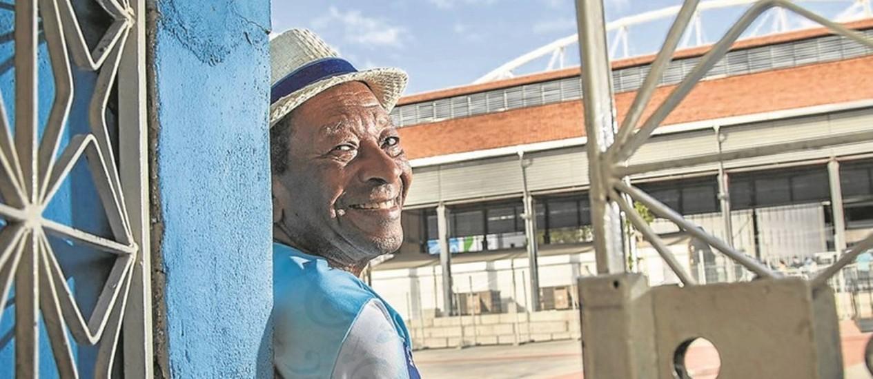 """Noca da Portela, de frente para o Estádio Olímpico: """"O Engenho de Dentro está movimentado, os restaurantes estão cheios"""" Foto: Hermes de Paula / Agência O Globo"""