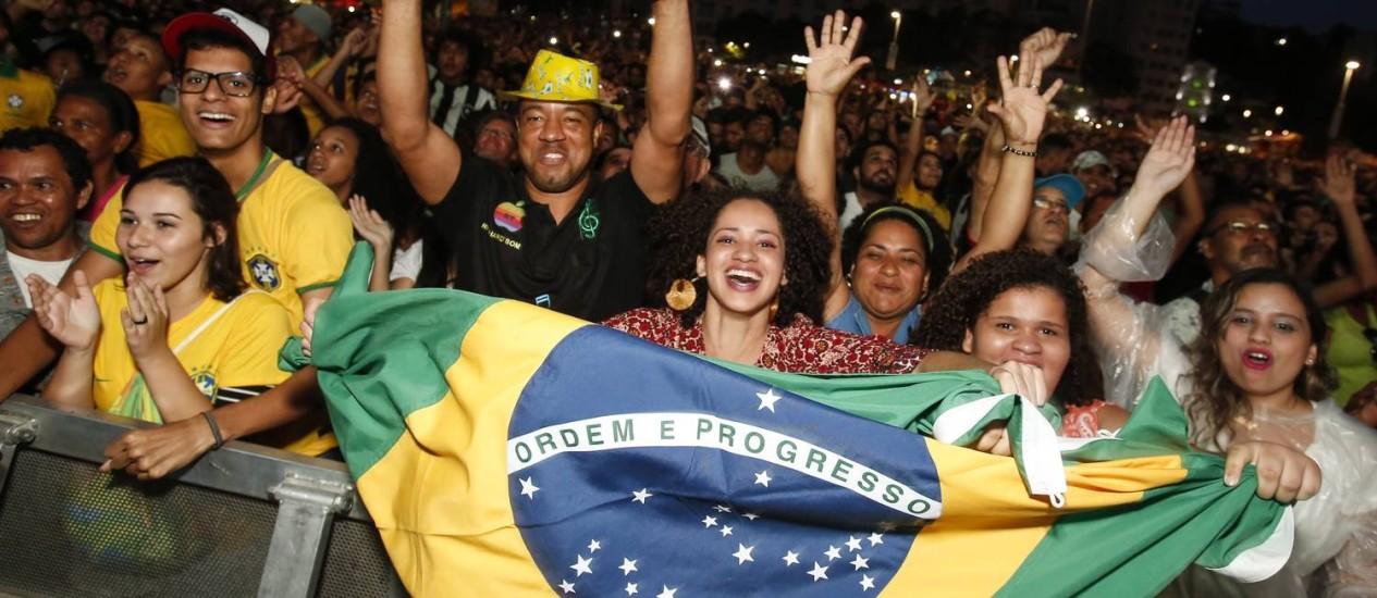 Público comemora vitória do Brasil Foto: Barbara Lopes / Agência O Globo