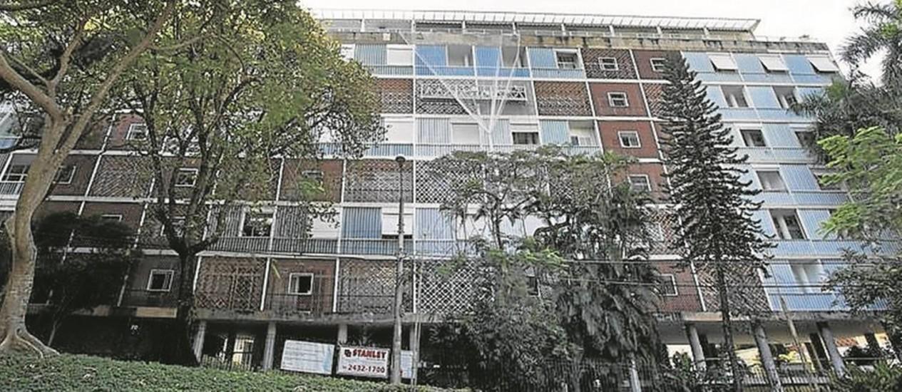 O prédio, no Parque Guinle, estará restaurado em dois meses Foto: Ana Branco / Agência O Globo
