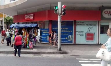 O sinal virado em Copacabana Foto: Eu-Repórter / Foto enviada pelo leitor Antonio Galdino de Souza para o WhatsApp do GLOBO