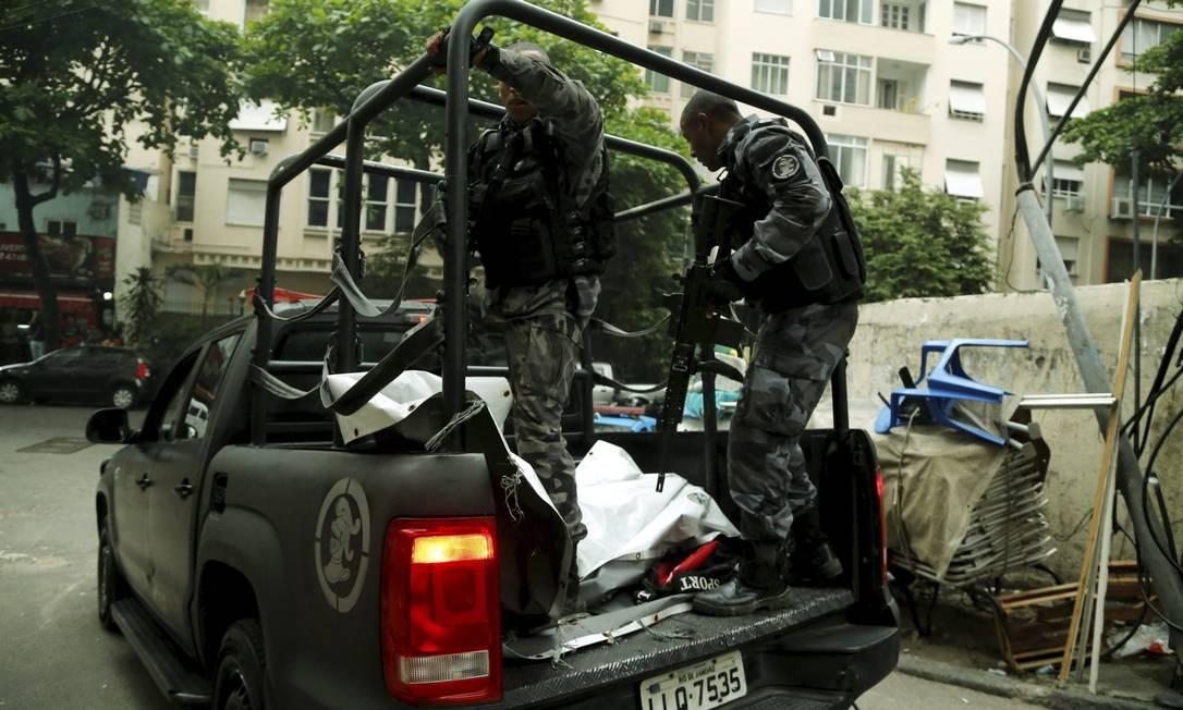 Suspeito foi atingido durante ação policial no Pavão-Pavãozinho Foto: Gabriel de Paiva / Agência O Globo