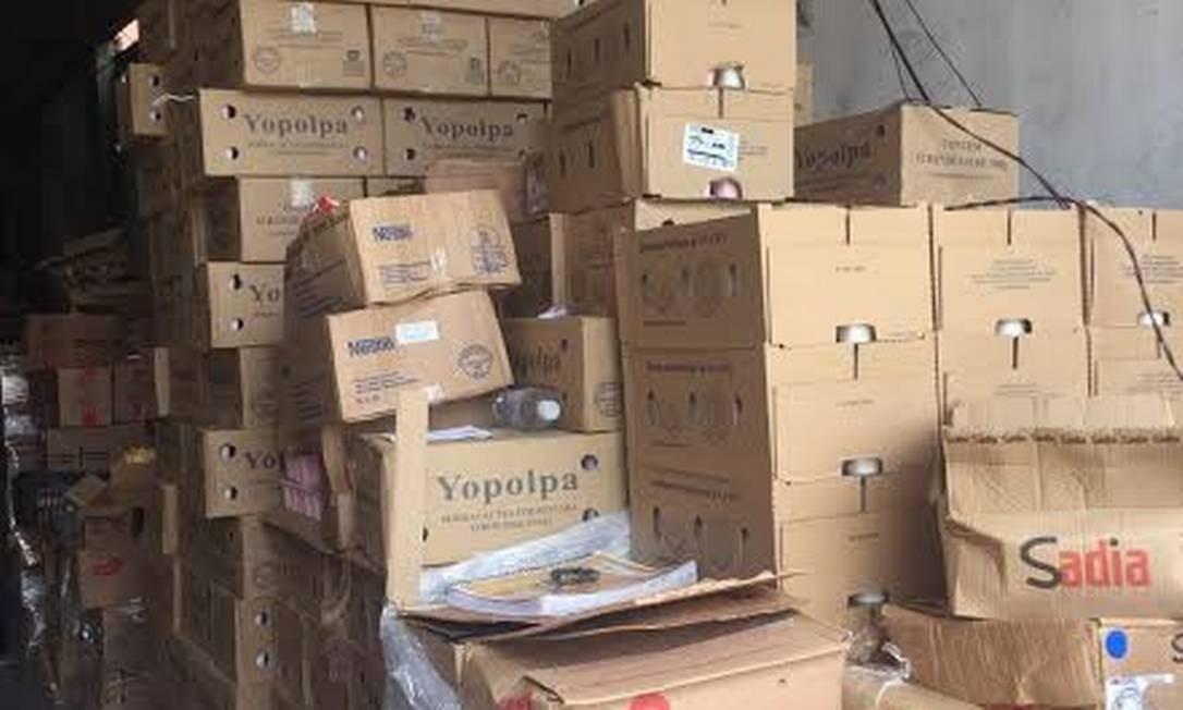 Caixas com cargas roubadas são encontradas em galpão em Costa Barros Foto: Divulgação - Polícia Civil