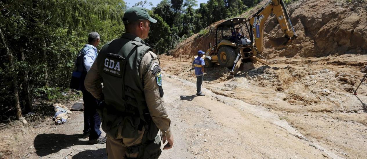 A Secretaria de Conservação e Meio Ambiente realizou operação em área de proteção ambiental da Taquara Foto: Agência O Globo