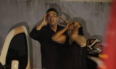 A avó de Sofia e outros parentes estiveram no hospital Foto: Pedro Teixeira / Agência O Globo