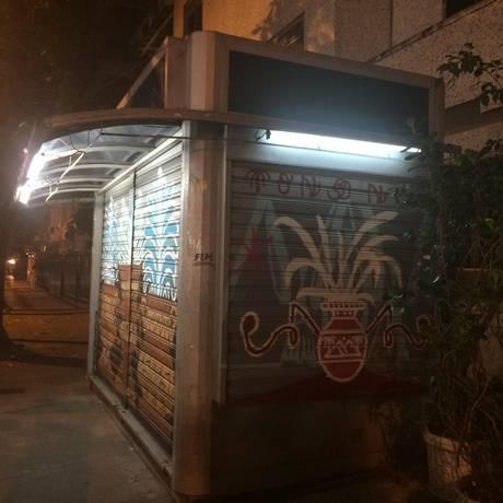 Banca de jornal assaltada nesta terça-feira, no Leblon Foto: Dayana Resende