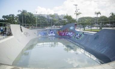 Pista de skate virou piscina na Barra Foto: Analice Paron / Agência O Globo