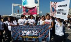 Familiares e amigos de PMs mortos se manifestam em Copacabana Foto: Custodio Coimbra