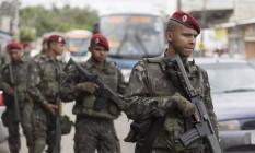 Militares nas ruas do Rio de Janeiro, durante as eleições de 2016 Foto: Leo Martins / Agência O Globo