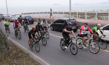 Ciclistas fizeram uma bicicletada na Avenida Niemeyer Foto: Cléber Júnior / Agência O Globo