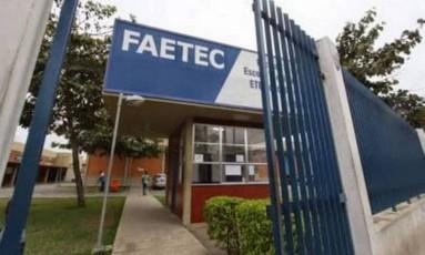 Portão de entrada da Faetec Foto: Reprodução