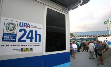 A UPA da Maré foi invadida por 50 bandidos armados durante a madrugada de domingo: diante da impossibilidade de operar traficante no local, bando sequestrou um médico Foto: Márcia Foletto (30-5-2007) / Agência O Globo