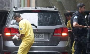 Carro onde a turista estava quando foi baleada Foto: Marcio Alves / Agência O Globo