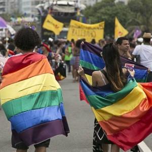 A 22ª edição da Parada LGBTI do Rio lotou a orla de Copacabana na tarde deste domingo Foto: Leo Martins / Agência O Globo